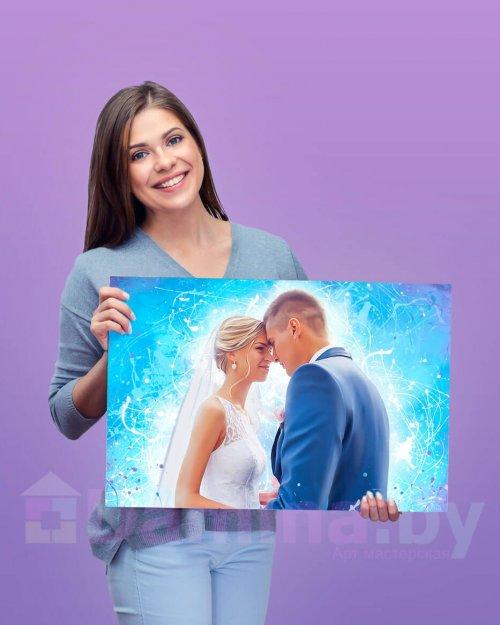 Девушка с картиной дрим арт